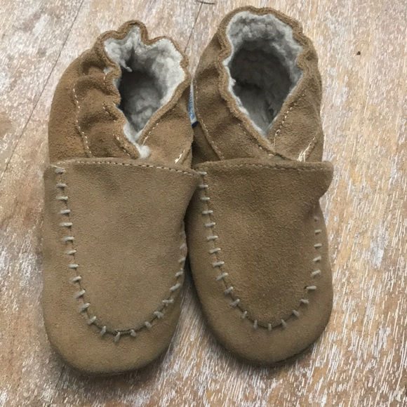 Robeez Other - Robeez suede crib shoe